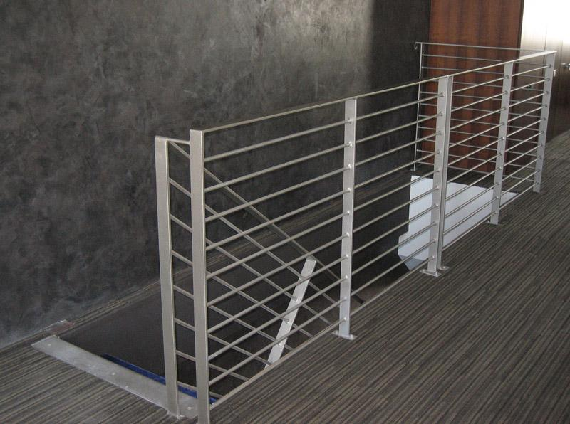 Cubelles ventanas aluminio barandilla inox vallas metalicas escaleras metalicas - Vallas de acero inoxidable ...